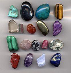 250px-Gem.pebbles.800pix